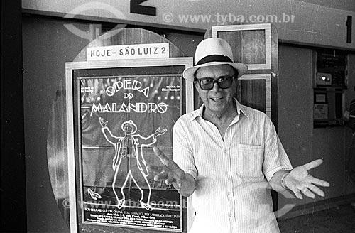 Cantor Moreira da Silva em frente ao Cine São Luiz - década de 80  - Rio de Janeiro - Rio de Janeiro (RJ) - Brasil