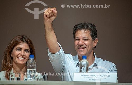 Ana Estela e Fernando Haddad - candidato à presidência pelo Partido dos Trabalhadores (PT) - durante debate no Clube de Engenharia do Rio de Janeiro  - Rio de Janeiro - Rio de Janeiro (RJ) - Brasil