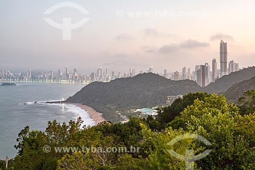 Vista da Praia do Buraco e da Praia Central à partir do Morro do Careca  - Balneário Camboriú - Santa Catarina (SC) - Brasil