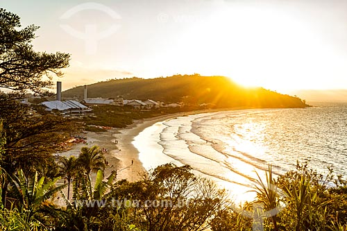 Vista do pôr do sol a partir da Praia da Lagoinha  - Florianópolis - Santa Catarina (SC) - Brasil