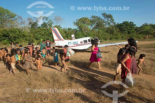 Avião de táxi aéreo pousado na aldeia Aiha da tribo Kalapalo - ACRÉSCIMO DE 100% SOBRE O VALOR DE TABELA  - Querência - Mato Grosso (MT) - Brasil