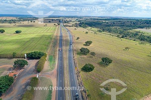 Foto feita com drone de trecho da Rodovia BR-365  - Monte Alegre de Minas - Minas Gerais (MG) - Brasil