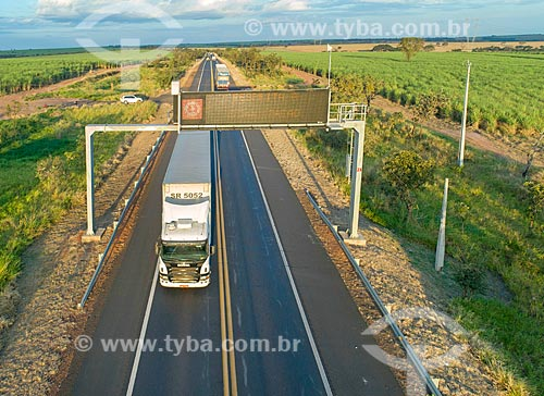 Rodovia Transbrasiliana (BR-153) - também conhecida como Rodovia Belém-Brasília e Rodovia Bernardo Sayão  - Comendador Gomes - Minas Gerais (MG) - Brasil