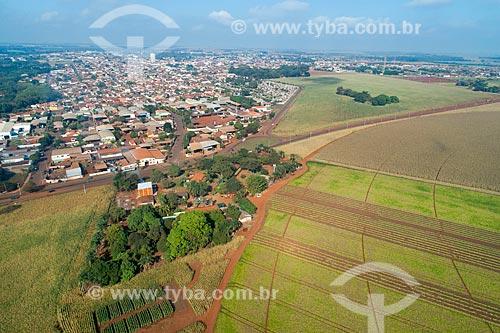 Foto feita com drone de plantação de feijão com a cidade de Guaíra ao fundo  - Guaíra - São Paulo (SP) - Brasil