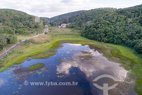 Foto feita com drone de lagoa na Área de Proteção Ambiental da Serra de Baturité  - Guaramiranga - Ceará (CE) - Brasil