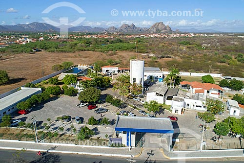 Foto feita com drone de estação de tratamento de água com inselbergs ao fundo  - Quixadá - Ceará (CE) - Brasil