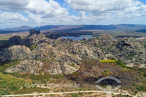 Foto feita com drone dos inselbergs do Monumento Natural dos Monólitos de Quixadá ao fundo  - Quixadá - Ceará (CE) - Brasil