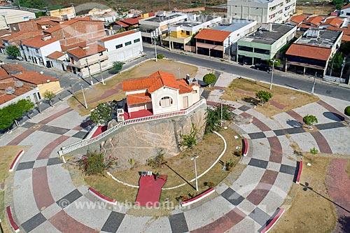 Foto feita com drone do Memorial Rachel de Queiroz (1899) - construído sobre um monólito  - Quixadá - Ceará (CE) - Brasil