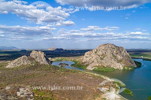 Foto feita com drone da Lagoa dos Monólitos - também conhecido como Açude do Eurípedes  - Quixadá - Ceará (CE) - Brasil