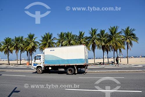 Detalhe de caminhão transportando gelo na Avenida Atlântica  - Rio de Janeiro - Rio de Janeiro (RJ) - Brasil
