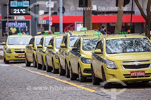 Detalhe de ponto de táxi na Avenida Presidente Wilson  - Rio de Janeiro - Rio de Janeiro (RJ) - Brasil
