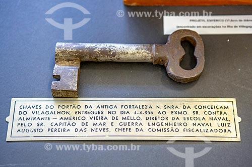 Detalhe da chave do portão da antiga Fortaleza de Nossa Senhora da Conceição de Villegagnon - parte do acervo permanente da Escola Naval na Ilha de Villegagnon  - Rio de Janeiro - Rio de Janeiro (RJ) - Brasil