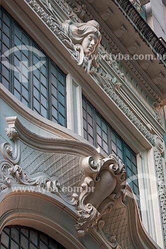 Detalhe da fachada de prédio na Rua do Ouvidor  - Rio de Janeiro - Rio de Janeiro (RJ) - Brasil