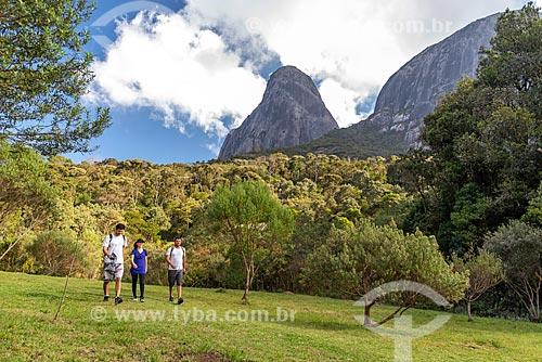 Vista do Três Picos de Salinas no Parque Estadual dos Três Picos a partir de área de camping no Abrigo Vale dos Deuses   - Teresópolis - Rio de Janeiro (RJ) - Brasil
