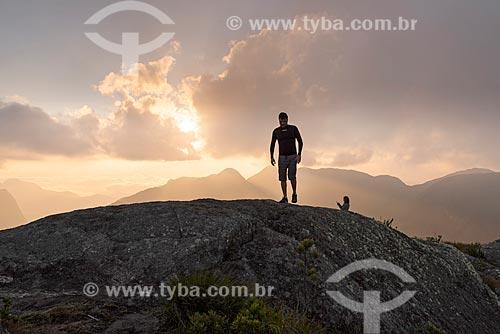 Homem em trilha no Parque Estadual dos Três Picos  - Teresópolis - Rio de Janeiro (RJ) - Brasil