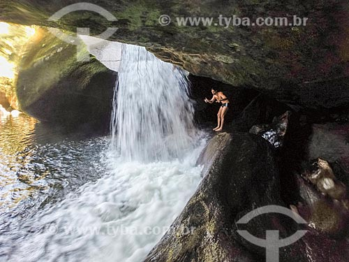 Banhista no Poço da Verde próximo ao Centro de Visitantes von Martius do Parque Nacional da Serra dos Órgãos  - Guapimirim - Rio de Janeiro (RJ) - Brasil