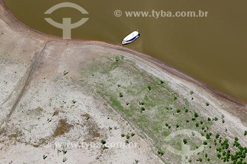 Foto aérea de área desmatada às margens do Rio Manacapuru durante a época da vazante  - Amazonas (AM) - Brasil
