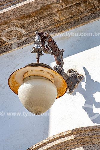 Detalhe de luminária na fachada do Museu de Ciências da Terra - vinculado ao Departamento Nacional de Produção Mineral  - Rio de Janeiro - Rio de Janeiro (RJ) - Brasil