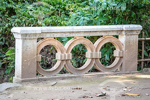 Detalhe de guarda-corpo no Jardim Botânico do Rio de Janeiro  - Rio de Janeiro - Rio de Janeiro (RJ) - Brasil