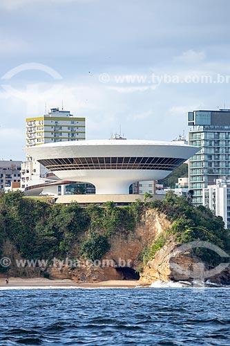 Vista do Museu de Arte Contemporânea de Niterói (1996) - parte do Caminho Niemeyer - a partir da Baía de Guanabara  - Niterói - Rio de Janeiro (RJ) - Brasil