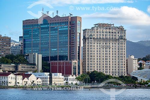 Vista do Centro Empresarial RB1 - à esquerda - com o Edifício Joseph Gire (1929) - também conhecido como Edifício A Noite - à direta - a partir da Baía de Guanabara  - Rio de Janeiro - Rio de Janeiro (RJ) - Brasil
