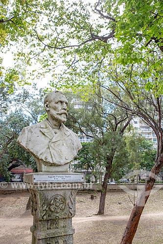 Detalhe do busto de Auguste François Glaziou - arquiteto e paisagista que projetou os jardins do antigo Paço de São Cristóvão - no Parque da Quinta da Boa Vista  - Rio de Janeiro - Rio de Janeiro (RJ) - Brasil