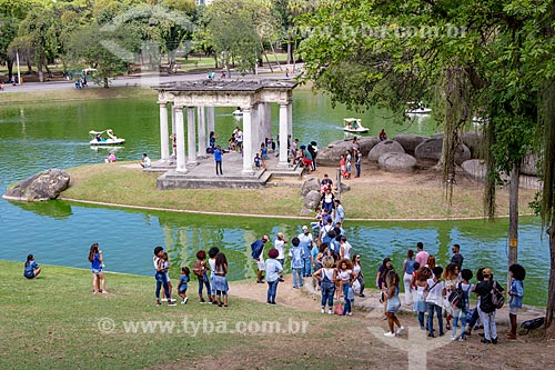 Famílias fazendo piquenique próximo ao lago do Parque da Quinta da Boa Vista  - Rio de Janeiro - Rio de Janeiro (RJ) - Brasil