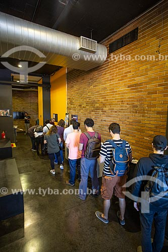 Fila na entrada da Cinemateca do Museu de Arte Moderna do Rio de Janeiro  - Rio de Janeiro - Rio de Janeiro (RJ) - Brasil