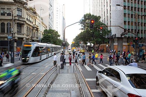 Veículo leve sobre trilhos transitando na Avenida Rio Branco  - Rio de Janeiro - Rio de Janeiro (RJ) - Brasil