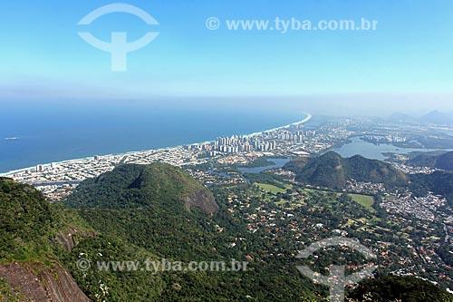 Vista da Praia da Barra da Tijuca durante trilha no Parque Nacional da Tijuca  - Rio de Janeiro - Rio de Janeiro (RJ) - Brasil