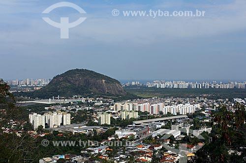 Vista da Pedra da Panela a partir do pátio da Igreja de Nossa Senhora da Penna (Século XVIII) no Morro da Penna  - Rio de Janeiro - Rio de Janeiro (RJ) - Brasil