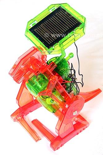 Dinossauro de brinquedo movido à energia solar  - Rio de Janeiro - Rio de Janeiro (RJ) - Brasil
