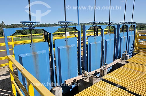 Detalhe de etapa 2 do tratamento de esgoto - tratamento fino - na Estação de Tratamento de Esgoto de São José do Rio Preto  - São José do Rio Preto - São Paulo (SP) - Brasil