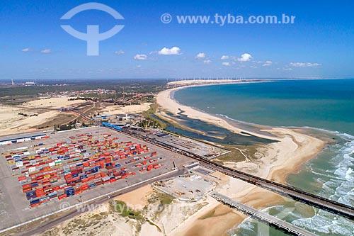 Foto feita com drone da esteira para minério de ferro entre a Companhia Siderúrgica do Pecém o Terminal Portuário do Pecém - parte do Complexo Industrial e Portuário do Pecém  - São Gonçalo do Amarante - Ceará (CE) - Brasil