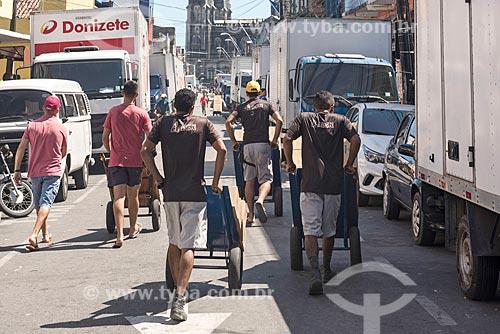 Carregadores na zona atacadista da cidade  - Fortaleza - Ceará (CE) - Brasil