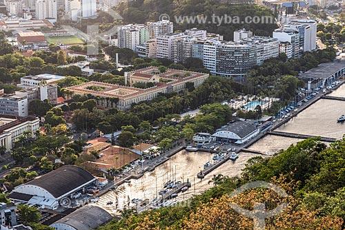 Vista do Campus Praia Vermelha da Universidade Federal do Rio de Janeiro e do Iate Clube do Rio de Janeiro a partir do mirante do Morro da Urca no Pão de Açúcar  - Rio de Janeiro - Rio de Janeiro (RJ) - Brasil