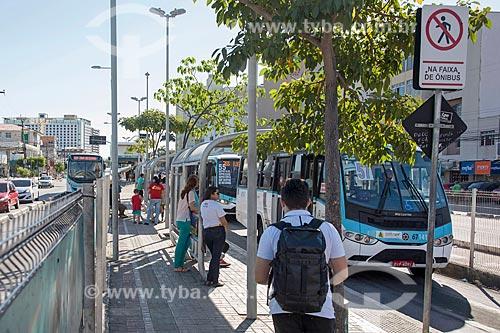 Ponto de ônibus no corredor do Expresso Fortaleza - Avenida Bezerra de Menezes  - Fortaleza - Ceará (CE) - Brasil