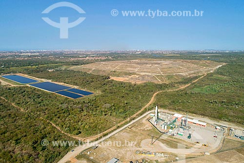 Foto feita com drone da usina de biogás do Aterro Sanitário Metropolitano Oeste de Caucaia (ASMOC) com tanque de chorume à esqueda  - Caucaia - Ceará (CE) - Brasil