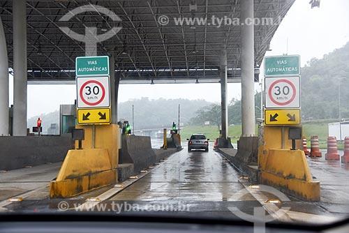 Pedágio na Rodovia Washington Luís (BR-040)  - Duque de Caxias - Rio de Janeiro (RJ) - Brasil