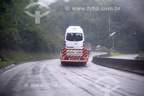 Caminhão cegonha na Rodovia Washington Luís (BR-040)  - Duque de Caxias - Rio de Janeiro (RJ) - Brasil