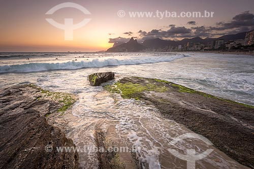 Vista do pôr do sol a partir da Pedra do Arpoador  - Rio de Janeiro - Rio de Janeiro (RJ) - Brasil