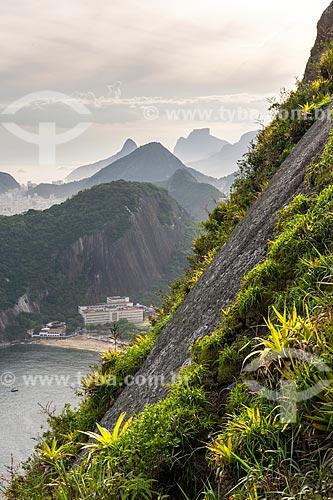 Vista da Praia Vermelha durante escalada do Pão de Açúcar com o Morro Dois Irmãos e a Pedra da Gávea ao fundo  - Rio de Janeiro - Rio de Janeiro (RJ) - Brasil