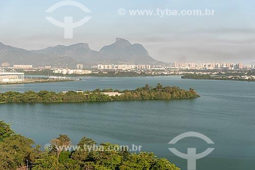 Vista da Lagoa de Jacarepaguá com a Pedra da Gávea ao fundo  - Rio de Janeiro - Rio de Janeiro (RJ) - Brasil