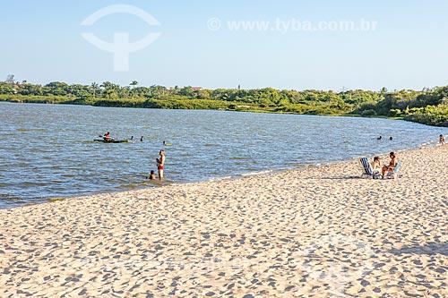 Banhistas na Orla Zé Garoto (2018) na Lagoa da Barra de Maricá - também conhecida como Lagoa do Boqueirão  - Maricá - Rio de Janeiro (RJ) - Brasil