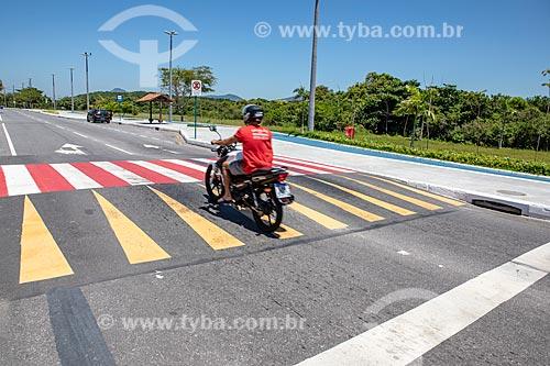 Lombofaixa na Avenida João Saldanha  - Maricá - Rio de Janeiro (RJ) - Brasil