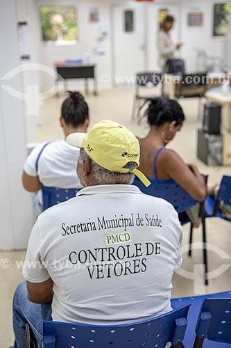 Agente Comunitário de Saúde na sala de triagem e espera da Unidade de Pronto Atendimento de Inoã (UPA)  - Maricá - Rio de Janeiro (RJ) - Brasil