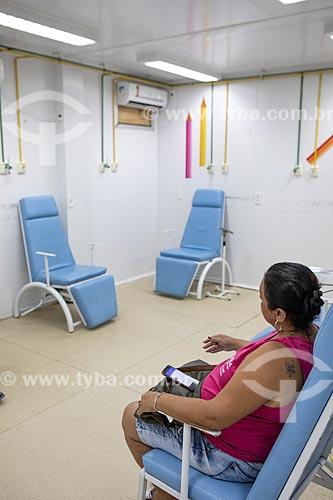 Paciente na sala de medicação e nebulização da Unidade de Pronto Atendimento de Inoã (UPA)  - Maricá - Rio de Janeiro (RJ) - Brasil