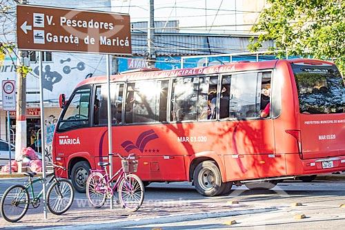 Ônibus da Empresa Publica de Transporte da Prefeitura de Maricá - também conhecido como Vermelhinho - na Praça Conselheiro Macedo Soares  - Maricá - Rio de Janeiro (RJ) - Brasil