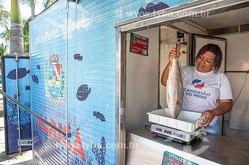 Peixe à venda no Projeto Caminhão do Peixe da Secretaria de Agricultura, Pecuária e Pesca da Prefeitura de Maricá - projeto com objetivo de vender de peixe fresco à baixo custo  - Maricá - Rio de Janeiro (RJ) - Brasil