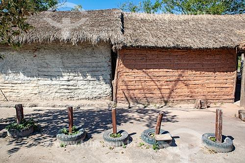 Casa de pau-a-pique com cobertura de sapé na Aldeia Mata Verde Bonita (Tekoa Ka Aguy Ovy Porã) da Tribo Guarani  - Maricá - Rio de Janeiro (RJ) - Brasil